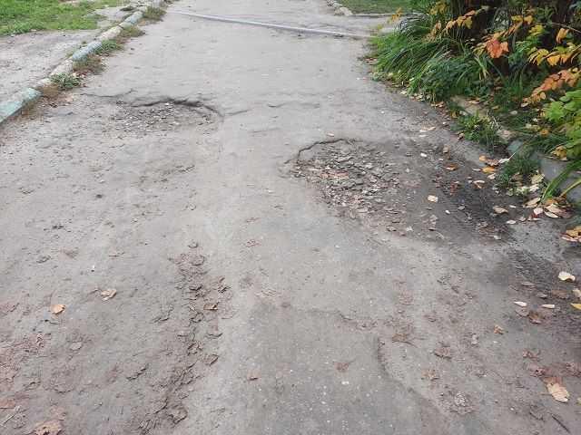 это дорога вдоль подъездов нашего дома