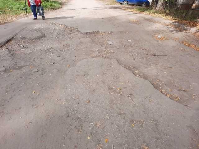 дорога между нашим домом и гаражами расположенными напротив