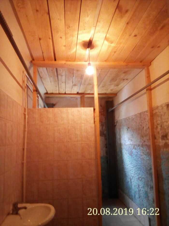 Ремонт потолка в мужском туалете по европейским стандартам